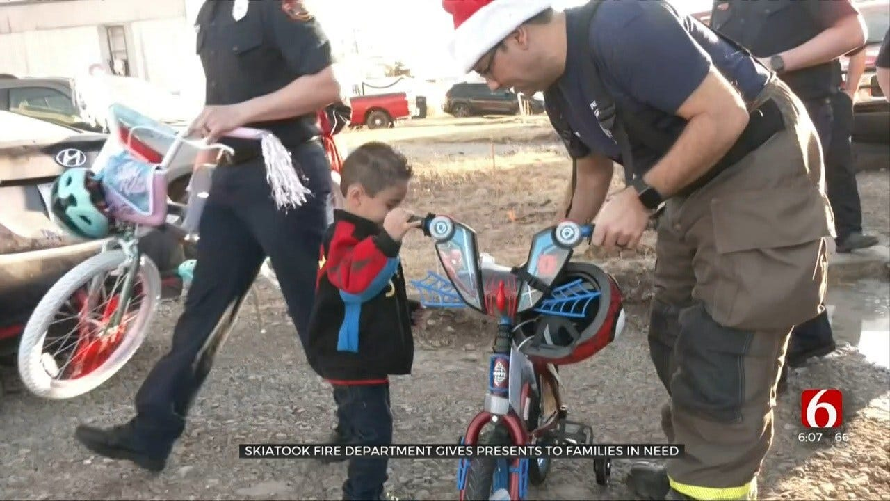 Skiatook Fire Department Gives Presents To Families In Need