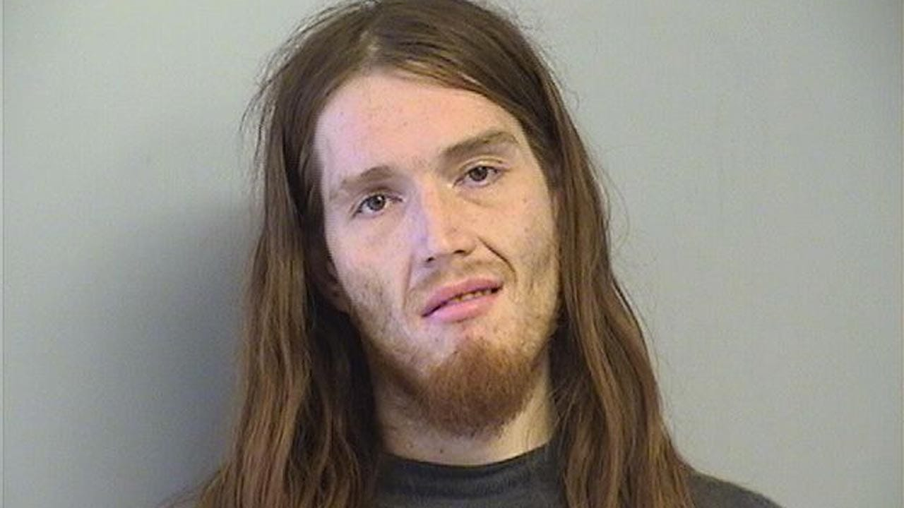 Tulsa Man Accused Of Robbing Quik Trip With An Ax