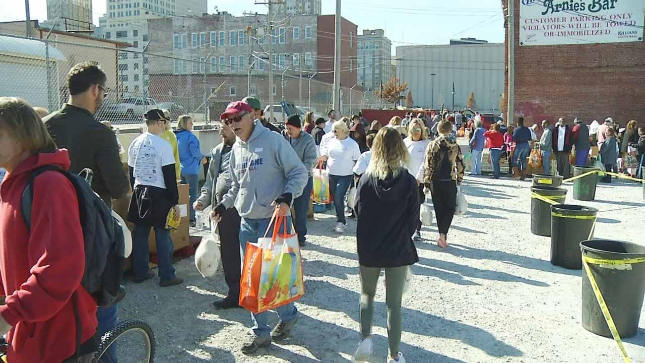 'Lawyers Fighting Hunger' Hosts 10th Annual Thanksgiving Giveaway