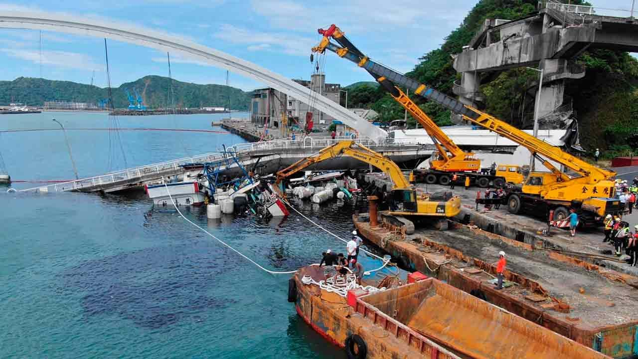Divers Search For Victims After Bridge Collapses In Taiwan