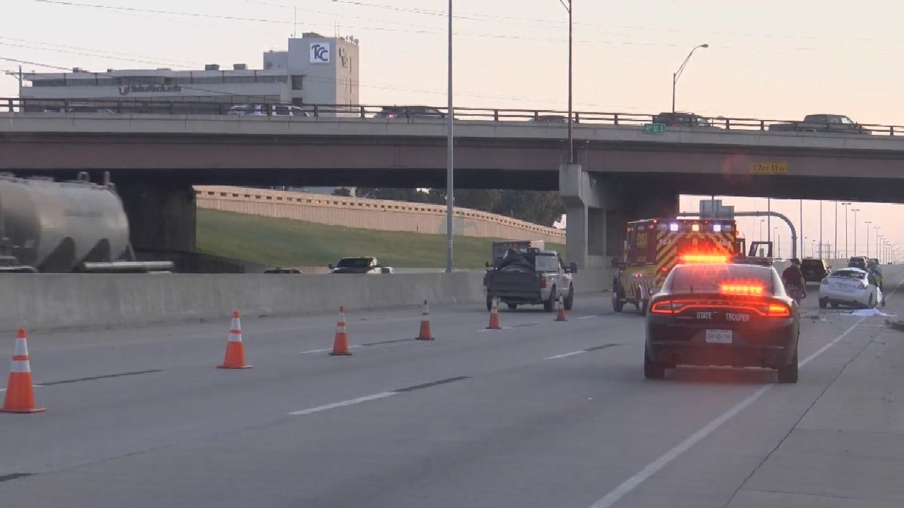 1 Dead After Rollover Crash On I-44 In Tulsa