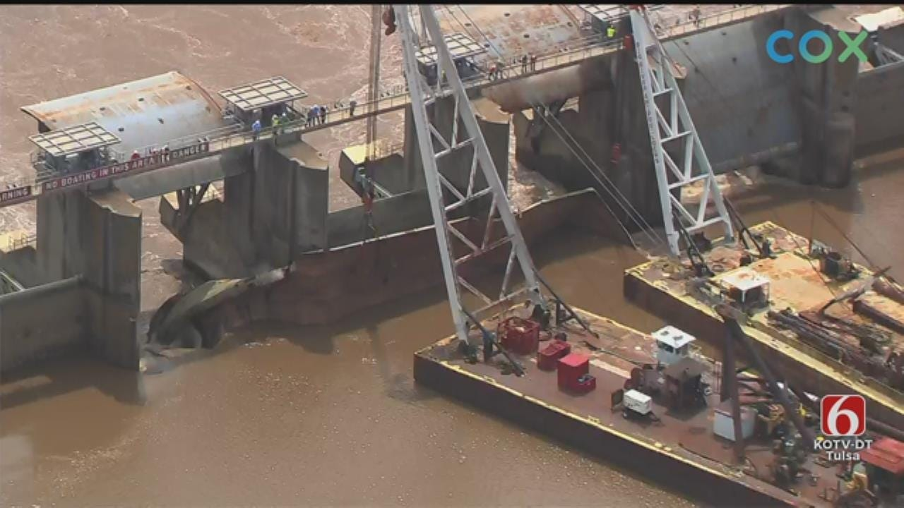 WATCH: Crews Work To Remove Barges Stuck In Webbers Falls Dam