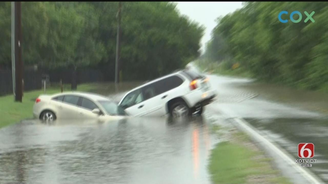 WATCH: Two Cars End Up In Ditch During Flash Flooding In Tulsa