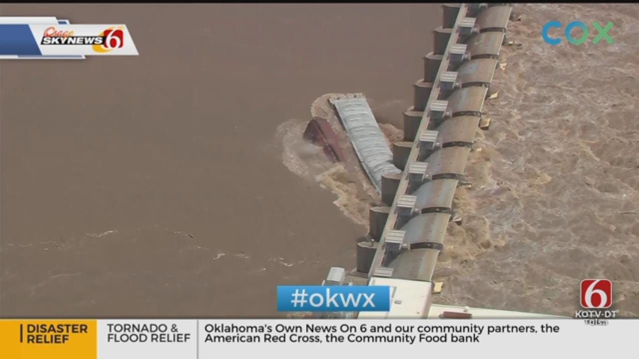 Runaway Barges Crash Into Lock & Dam On Arkansas River