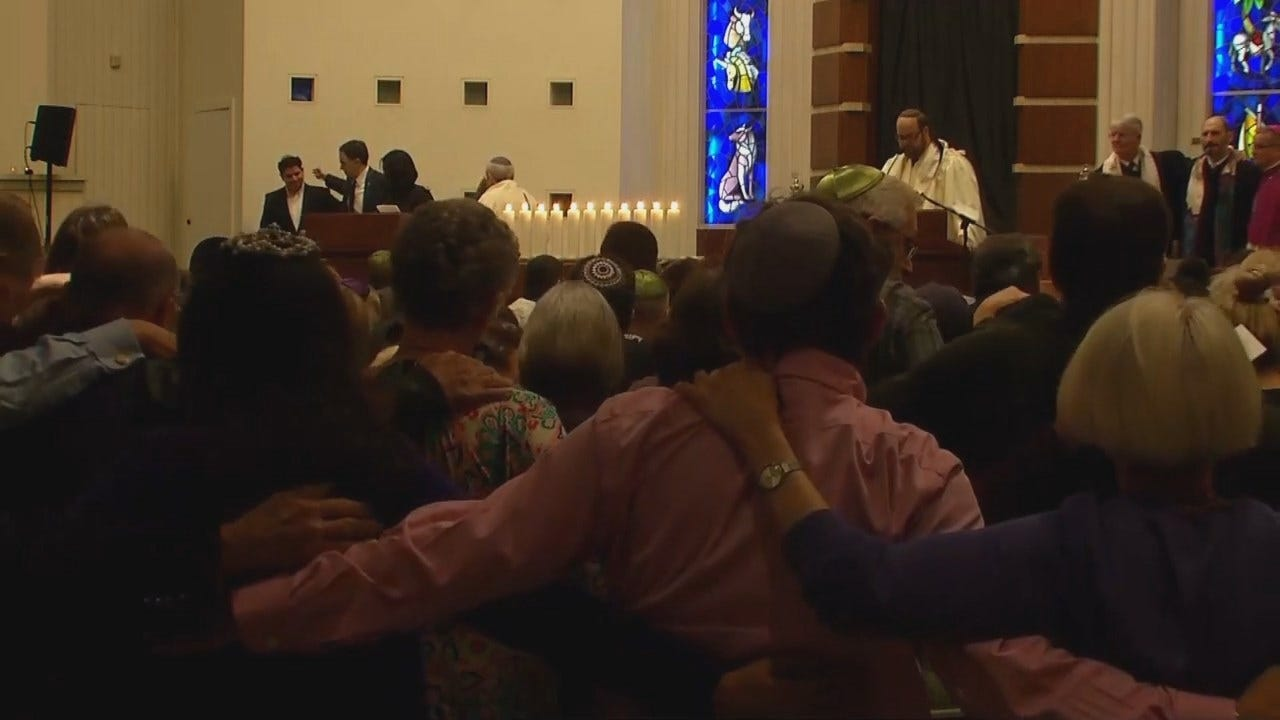 Tulsa Synagogue Hosts Memorial Service For Pittsburgh Victims