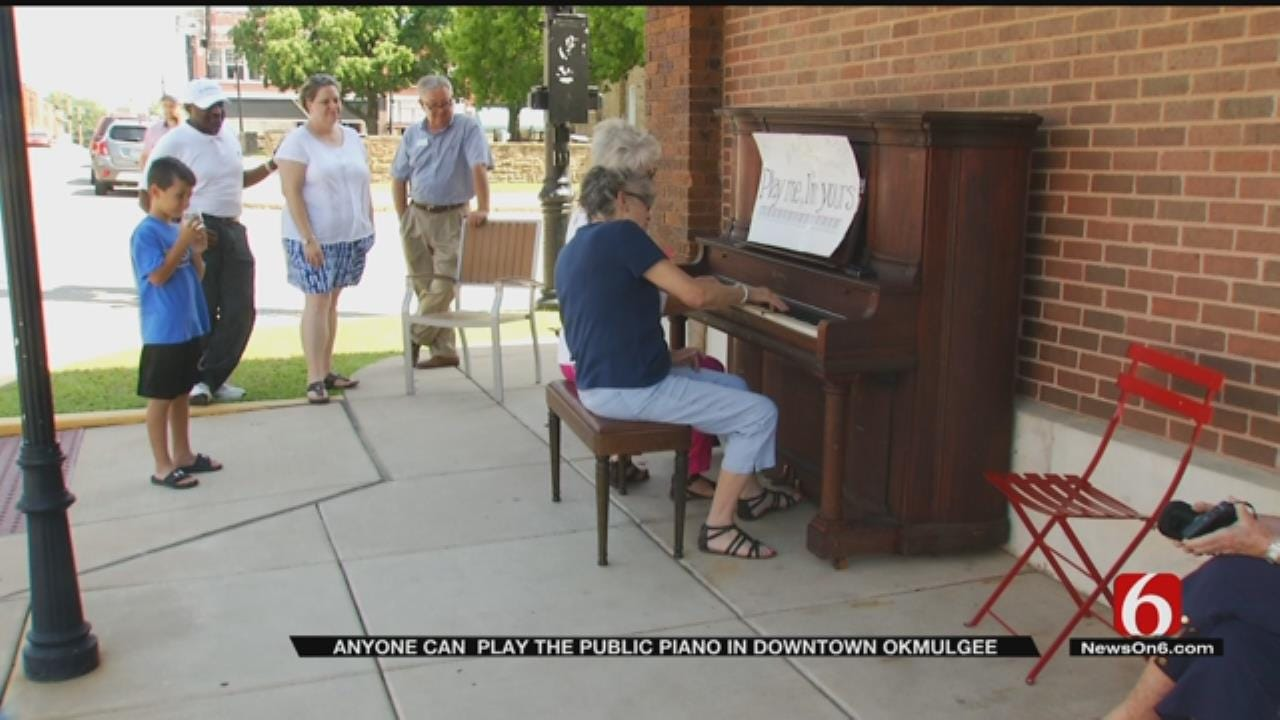 Downtown Community Piano Bringing Smiles, Fun To Okmulgee Residents