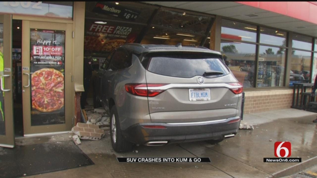 SUV Crashes Into Claremore Kum and Go