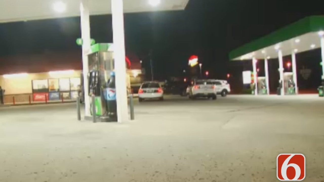 Dave Davis Says Man Robbed Outside A Tulsa Convenience Store
