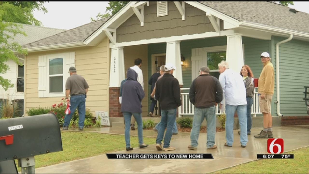 Tulsa Teacher Presented With New Home From Habitat For Humanity