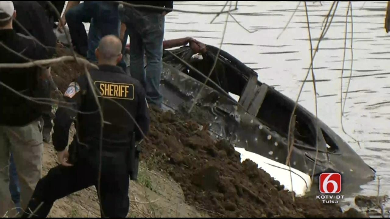 WEB EXTRA: Crews Recover Vehicle From Verdigris River