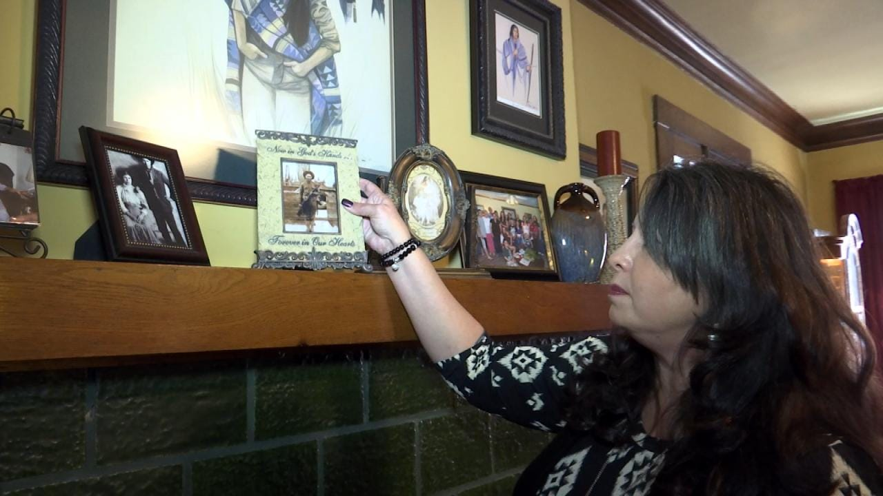 Coincidental Meeting Reunites OK Woman With Late Grandfather's Burial Site