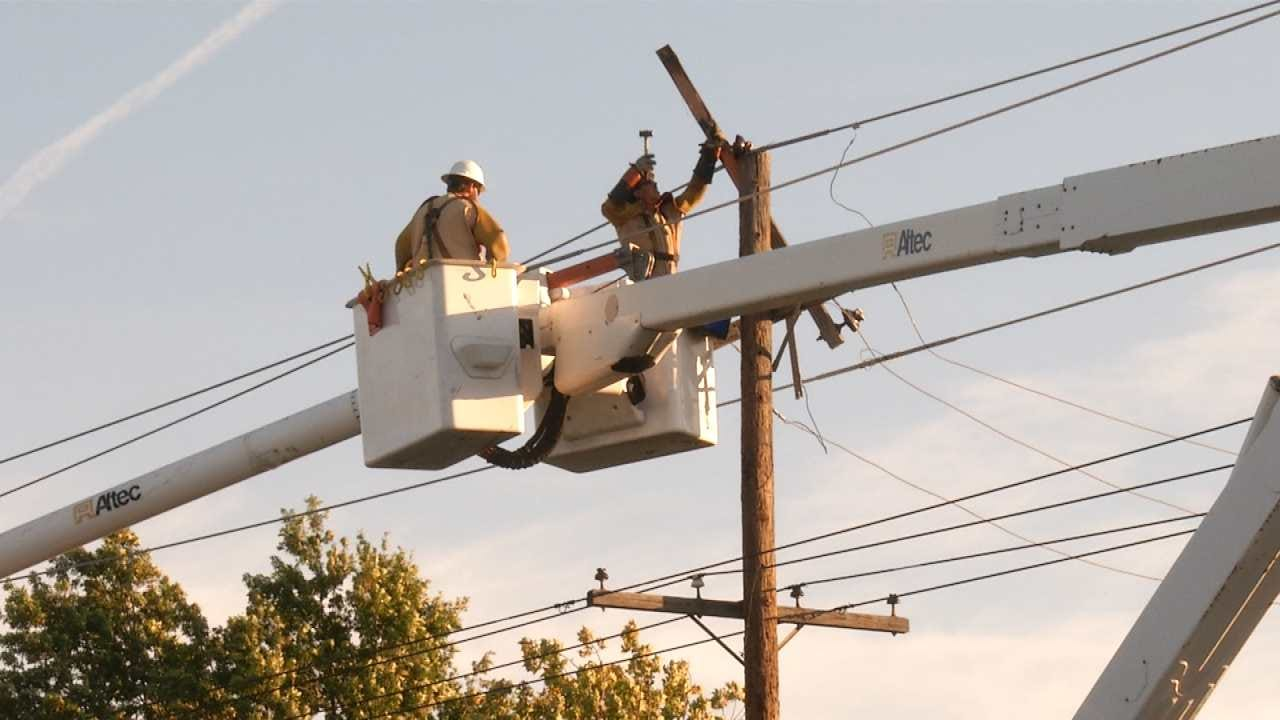 Dave Davis Reports On Power Outage At 26th And Yale