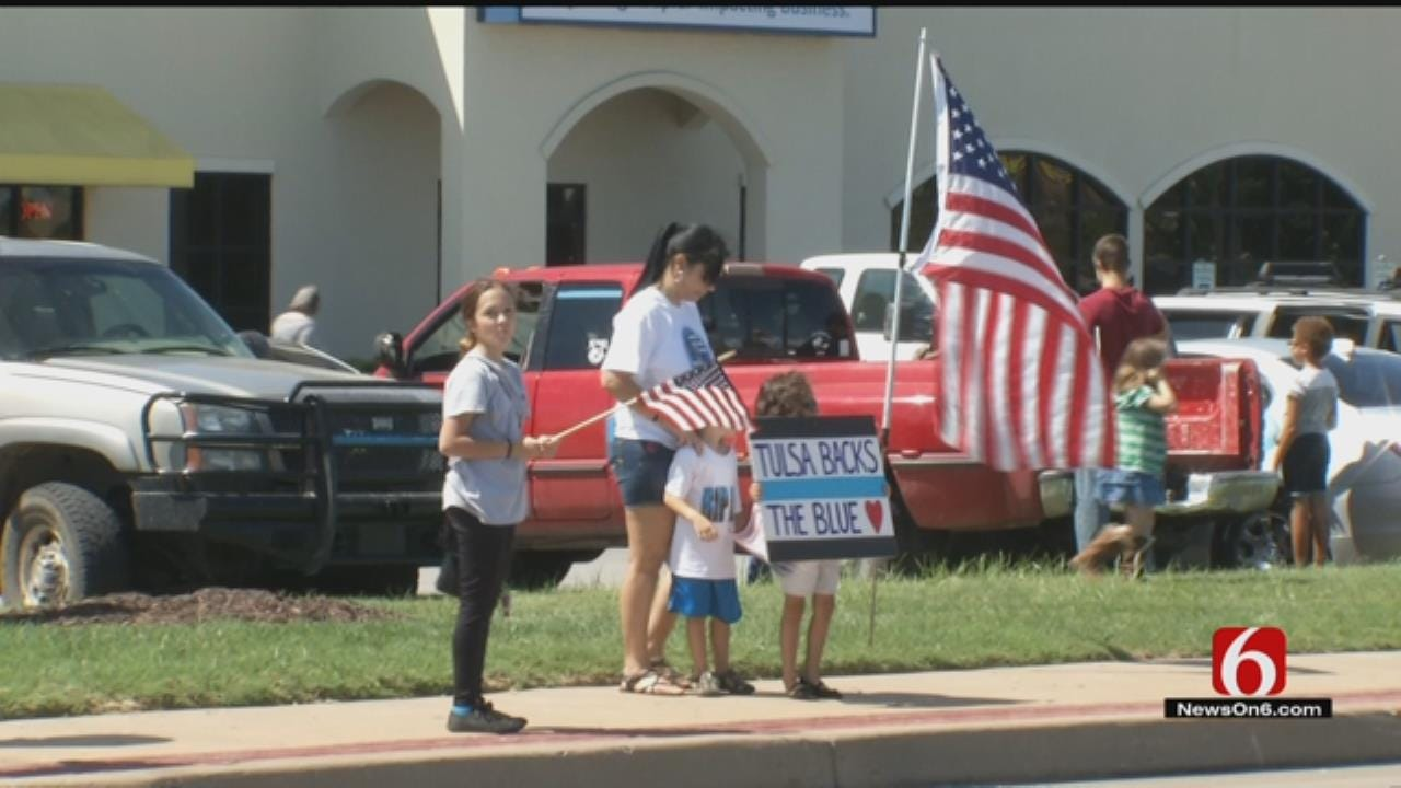 Oklahomans Turn Out To 'Back The Blue'