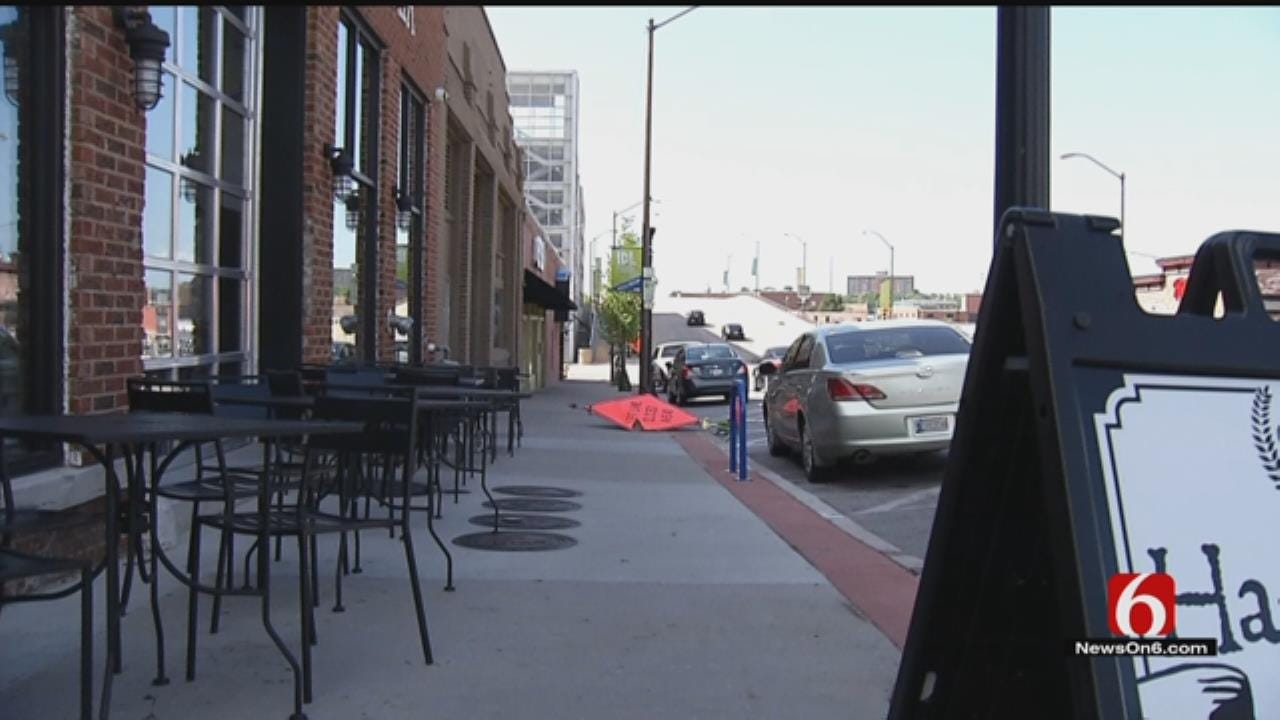 City Taking Fresh Look At How Businesses Use Sidewalks