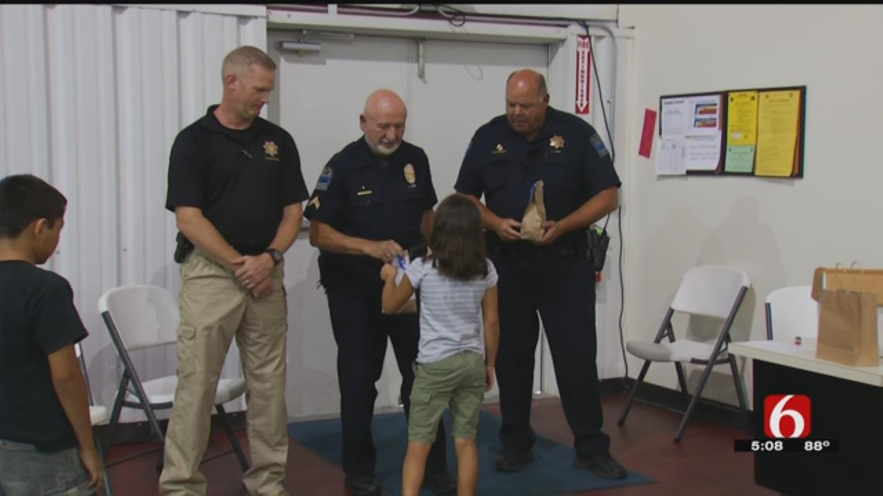 Kids Show Appreciation To Tulsa Police Officers