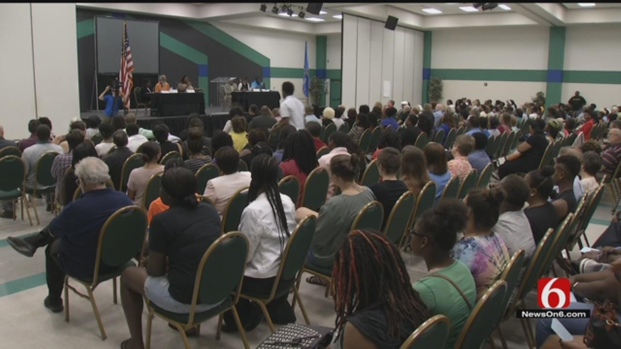 Tulsans Pack Room, Discuss Improving Community, Police Relations
