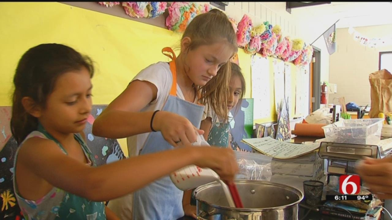 Tulsa Global Gardens Kids Turn Berries To Ice Cream