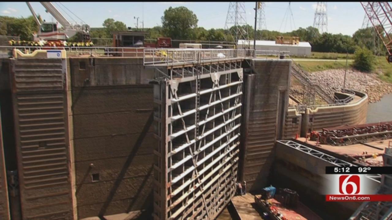 Checkup Continues On Dam At Webbers Falls