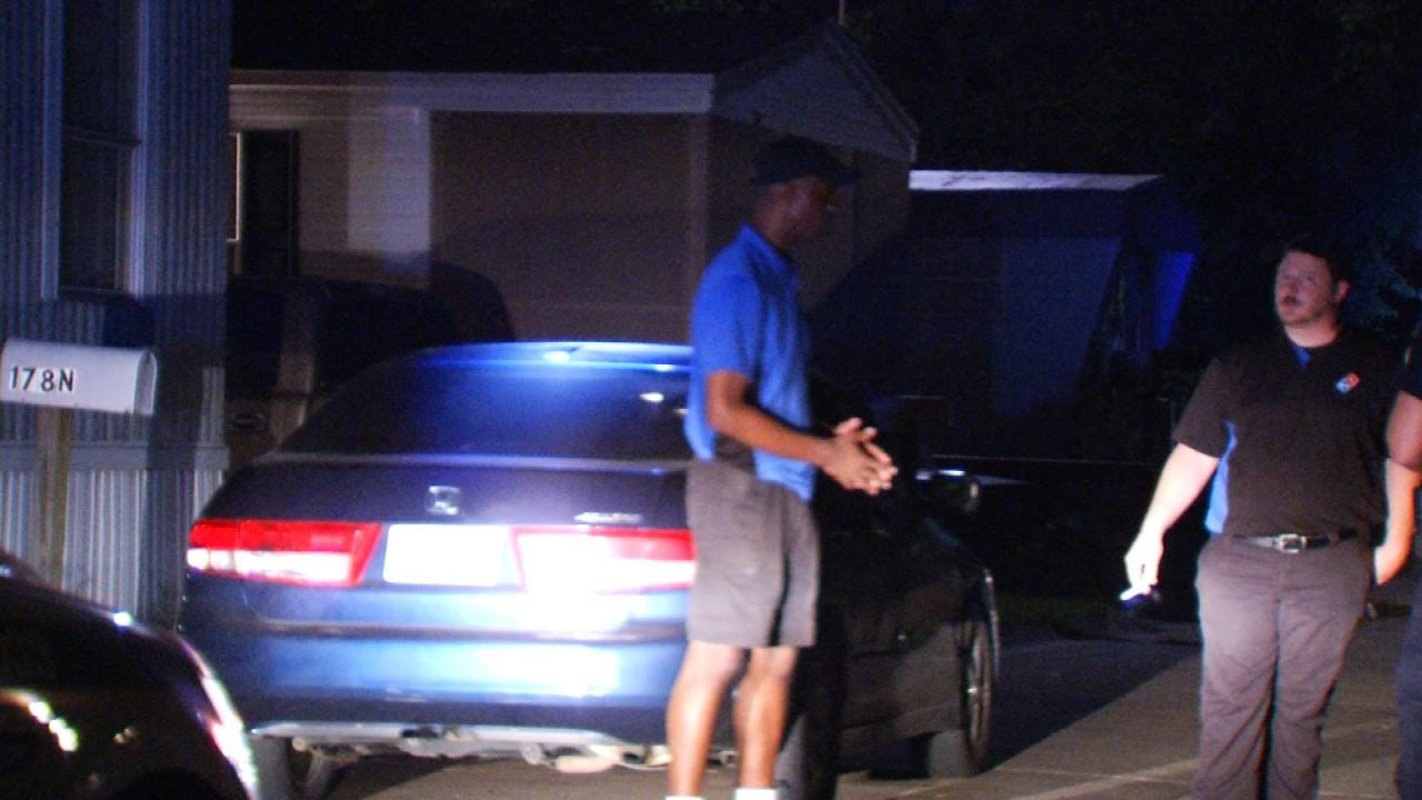 WEB EXTRA: Mazzio's Delivery Driver Helps Out Domino's Driver Robbed In Tulsa