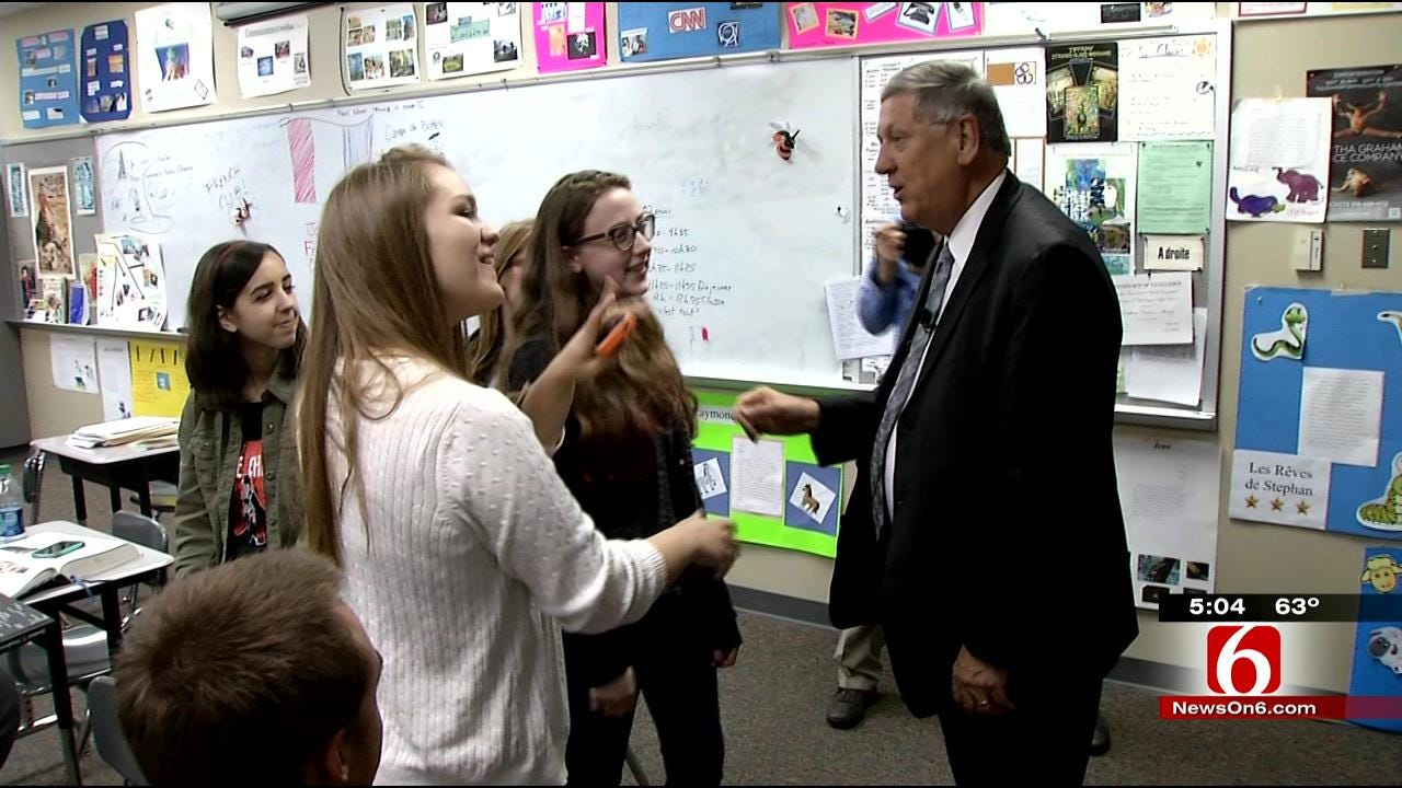 Students Give Standing Ovation To Retiring Tulsa School Superintendent