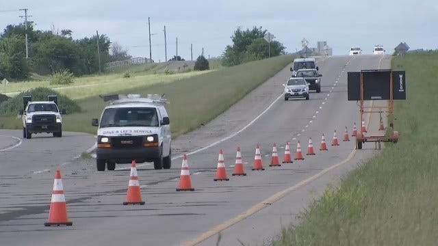 WEB EXTRA: Workers Fixing Potholes On Highway 75 North Of Tulsa