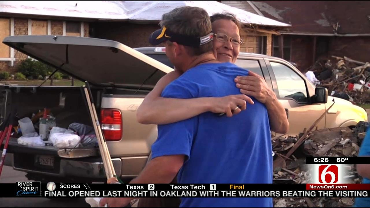 Oklahomans Support West Virginia At Big 12 Tournament For Its Relief Efforts During Moore Tornado