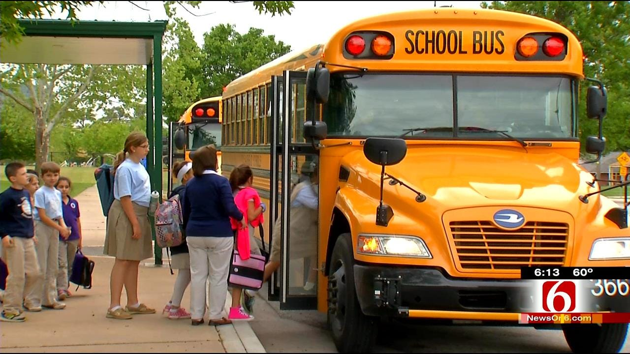 Tulsa School Tries To Resolve Traffic Issues With Shuttle Buses
