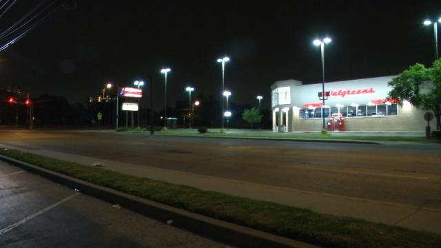 WEB EXTRA: Three People Armed With Shotgun Rob Tulsa Man