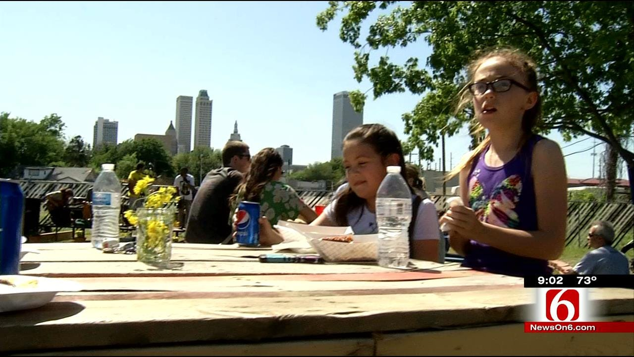 'Park In The Pearl' Offers Food Trucks, Foodies A Home