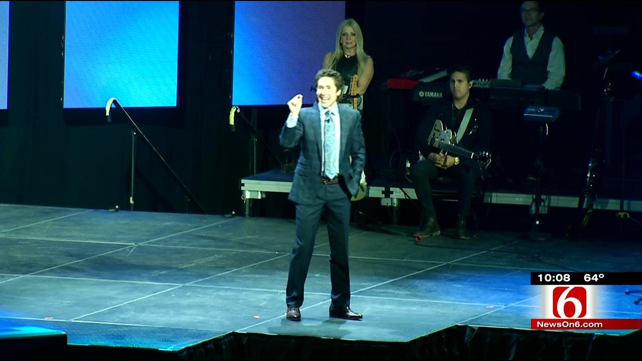 Thousands Pack BOK Center To Hear Former ORU Student Preach