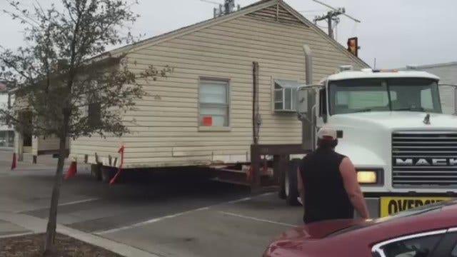 WEB EXTRA: House Moving Slowly Down Tulsa Brookside