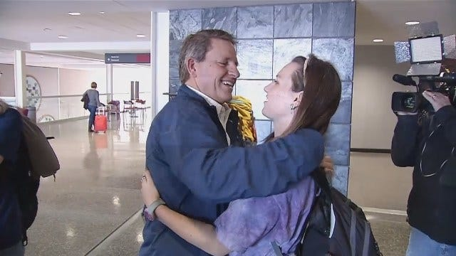 WEB EXTRA: Video Of Tulsa Doctors At Tulsa International Airport After Returning From Iraq