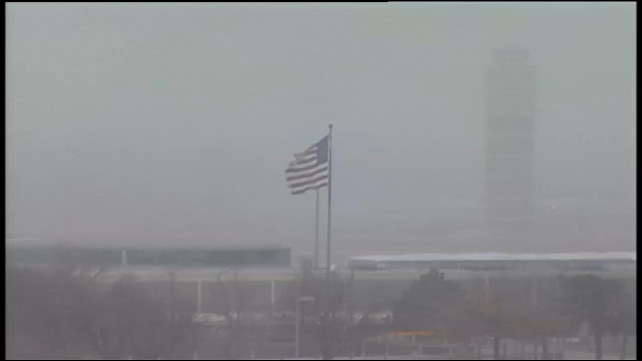 WEB EXTRA: Snow Falls At Tulsa International Airport