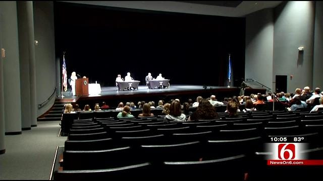 Democrats, Republicans Face Off In Forum For Superintendent, Barresi No Shows