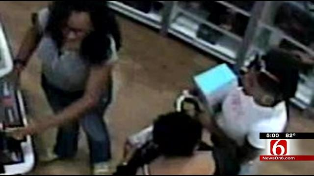 Police Believe 'Screaming' Thieves Targeting Tulsa Hills Stores