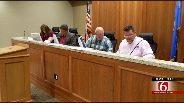 Commissioners: New Rates Could Get More Agencies To Join Rogers County Call Center