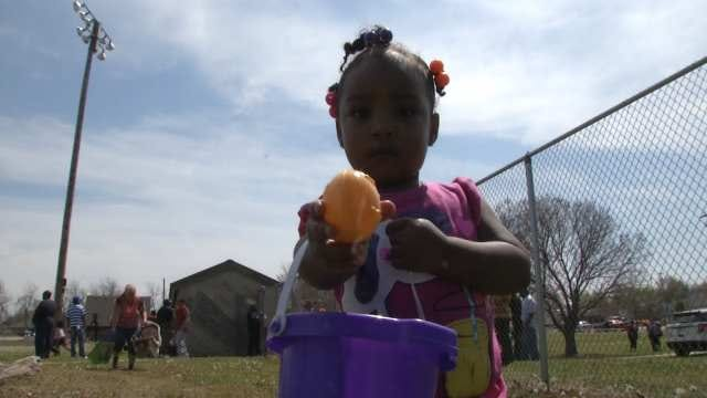 Kids Turn Out For Tulsa Police Easter Egg Hunt At Lacy Park
