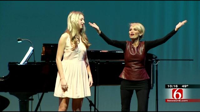 Broken Arrow Alumni Kristin Chenoweth Gives Back To High School