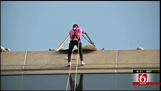 Anchor Lori Fullbright Rappels Down 20-Story Building