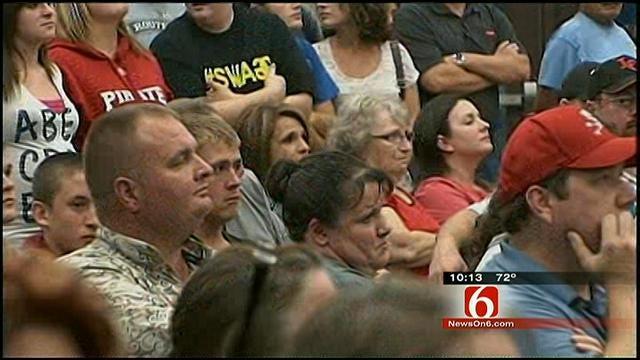 Locust Grove School Leaders, Parents Meet To Discuss Locker Room Incident