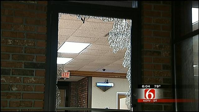 Thieves Use Rock And Guns To Rob Tulsa Restaurant Employees
