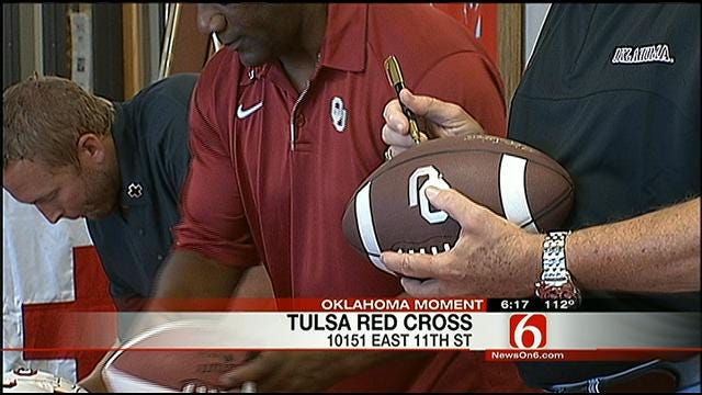 OU Heisman Trophy Winners Help Out Red Cross With Blood Drive