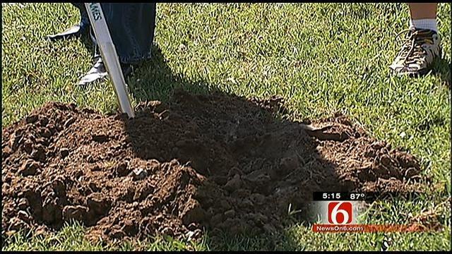 Jewish Federation Of Tulsa Breaks Ground On Community Garden