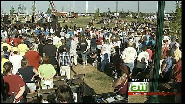 Hundreds Walk Through The Hardest Hit Areas Of Joplin