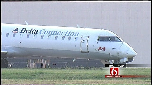 Crews Get Delta Connection Jet Back On The Runway At Tulsa International Airport