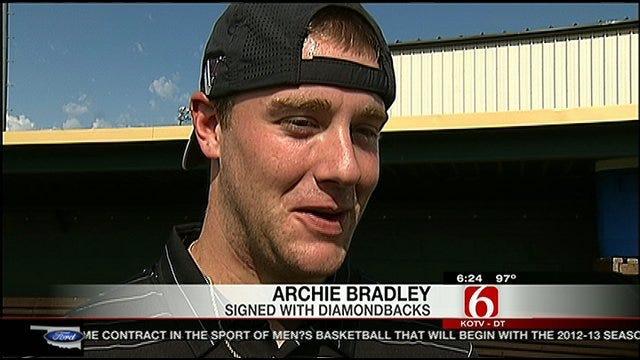 Bradley, Bundy Sign