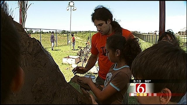 Union Students Build Earth Oven