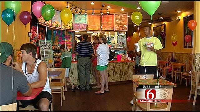 Tulsa Cafe Hands Out Free Smoothies For A Good Cause