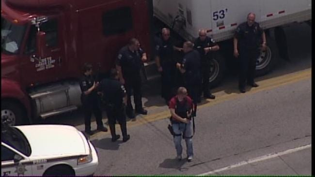 WEB EXTRA: View From SkyNews6 Over 21st And Yale Standoff