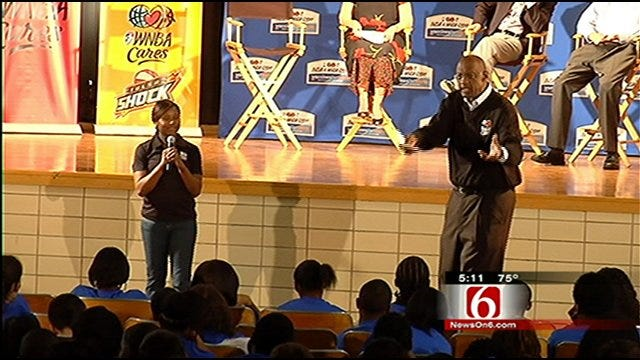 Tulsa Shock, NBA Hall Of Famer Educate Students About Vaccinations